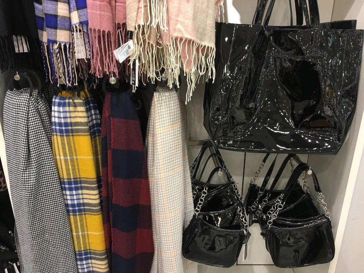 Черные лакированные сумки H&M